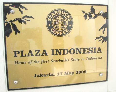 Plakat Starbucks di Plaza Indonesia